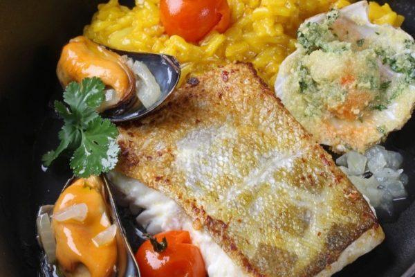 Cabillaud sur risotto safrané, moules, pétoncles… C'est la recette du chef !
